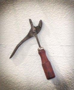 plier-screws by Benjamin Osen